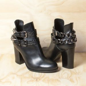 Thick Chain Detail Black Italian Leather Bootie